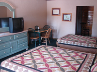 Twin & 2 Full Beds Picture 1